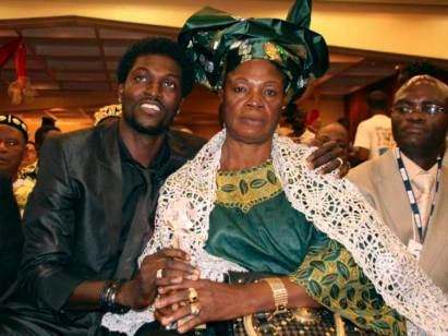 Togolese born striker Emmanuel Adebayor (L) hugs his mother as he attends a ceremony in which he received the 2007 BBC African Footballer of the Year trophy in Lome June 3, 2008. Adebayor plays for Arsenal Football Club in England. Picture taken June 3, 2008. REUTERS/Noel Kokou Tadegnon (TOGO) - RTX6I53